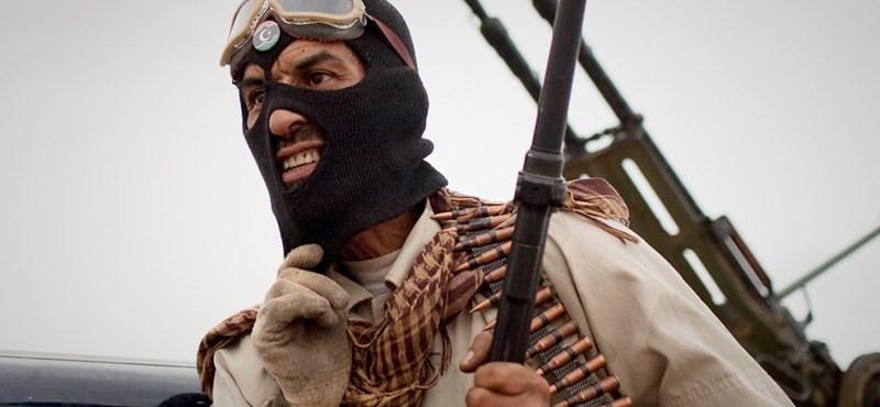 Több fegyvert kérnek a líbiai felkelők
