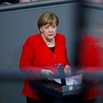 Merkel egyelőre nem akar lemondani