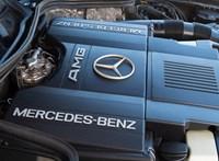 Leépítést és a beruházások befagyasztását tervezi a Mercedes