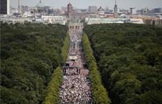 Feloszlatták a rendőrök a berlini koronavírus-tüntetést