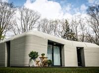 Beköltöztek a lakók Európa első 3D-nyomtatással készült házába – videó