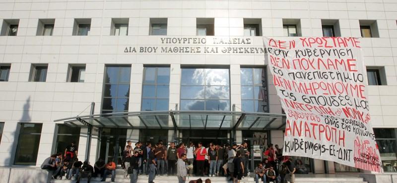 Képek: így tüntettek a görög hallgatók a felsőoktatási törvény ellen