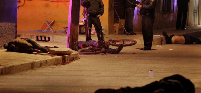 Lefejezett mexikóiak holttestét találták egy kisteherautóban