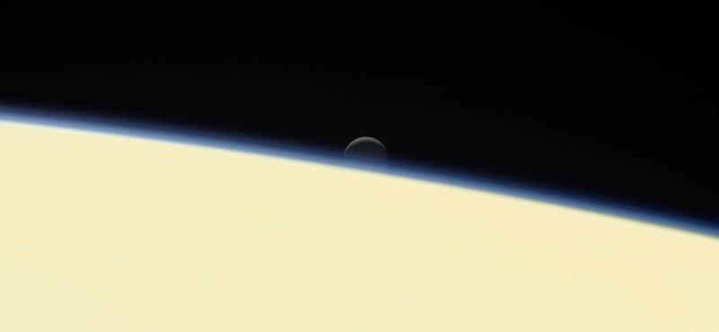 Közzétette a NASA a Cassini utolsó felvételeit, és van köztük egy rejtélyes jelenséget megörökítő