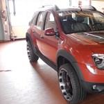 Ilyen tuningolt Dacia Dustert még nem látott