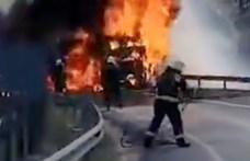 Videó: teljesen kiégett egy daru az M0-áson