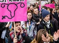 Az abortusztörvény miatt támadták a lengyel kormányt az EP-ben