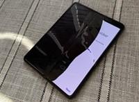 Siralmas tesztek: egy-két nap alatt megadta magát a Samsung összehajtható telefonjának képernyője