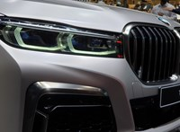 670 lóerős luxus villanyautóval csaphat oda a BMW a Teslának