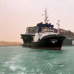 Végre sikerült megmozdítani a Szuezi-csatornában rekedt Ever Given teherhajót