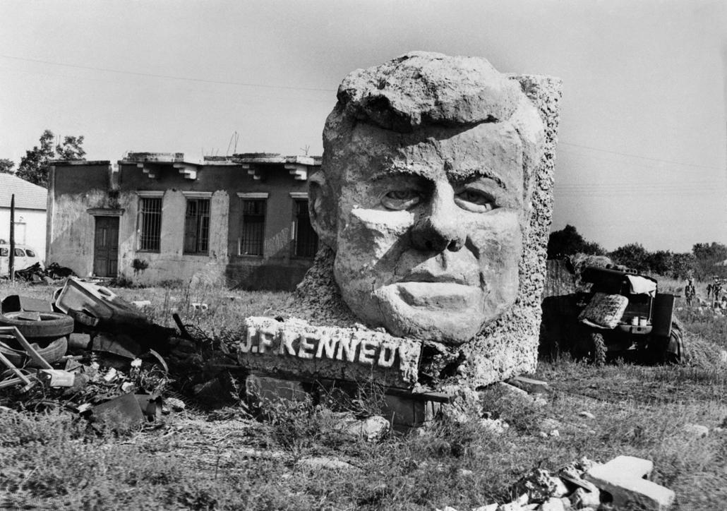 70.11.04. - Izrael: Ben Dror szobrász alkotása Tel Avivban - John F. Kennedy, John Fitzgerald Kennedy