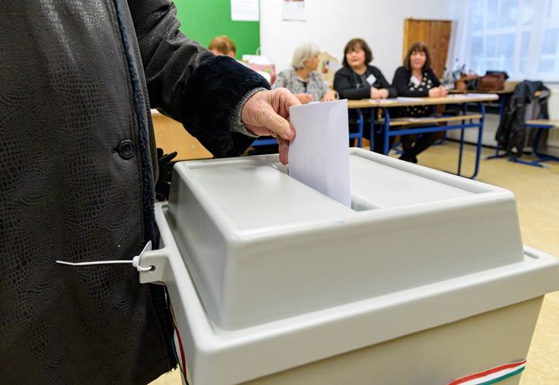 Újra polgármestert választott Győr - élőben a helyszínről