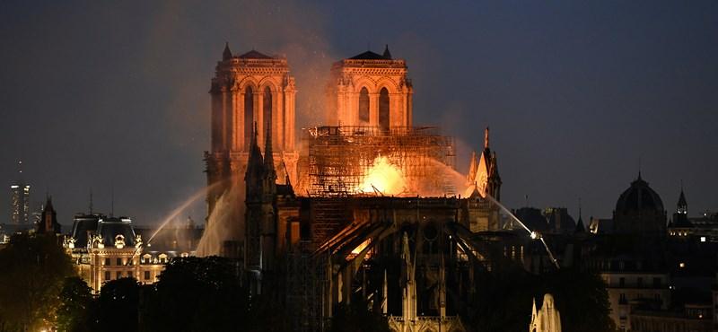 Drámai a pusztítás a Notre-Dame-nál, de a két torony és az épület fő szerkezete megmenekült