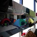 Menekültek százai éhségsztrájkolnak a volt athéni reptéren