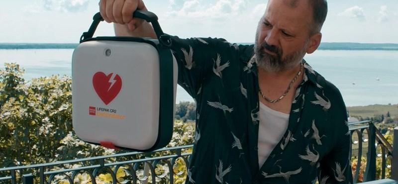 Ne parázz, sokkolj! – sztárparádé és Győrfi Pál a mentőszolgálat új kisfilmjében