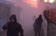Kigyulladt egy busz Budapesten, egy utas le is videózta