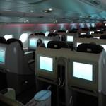 Snowden-iratok: légi utasok mobiljait hallgatták le a Le Monde szerint