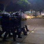 Brutális rendőrök, botrány a Parlamentben - a hét képei