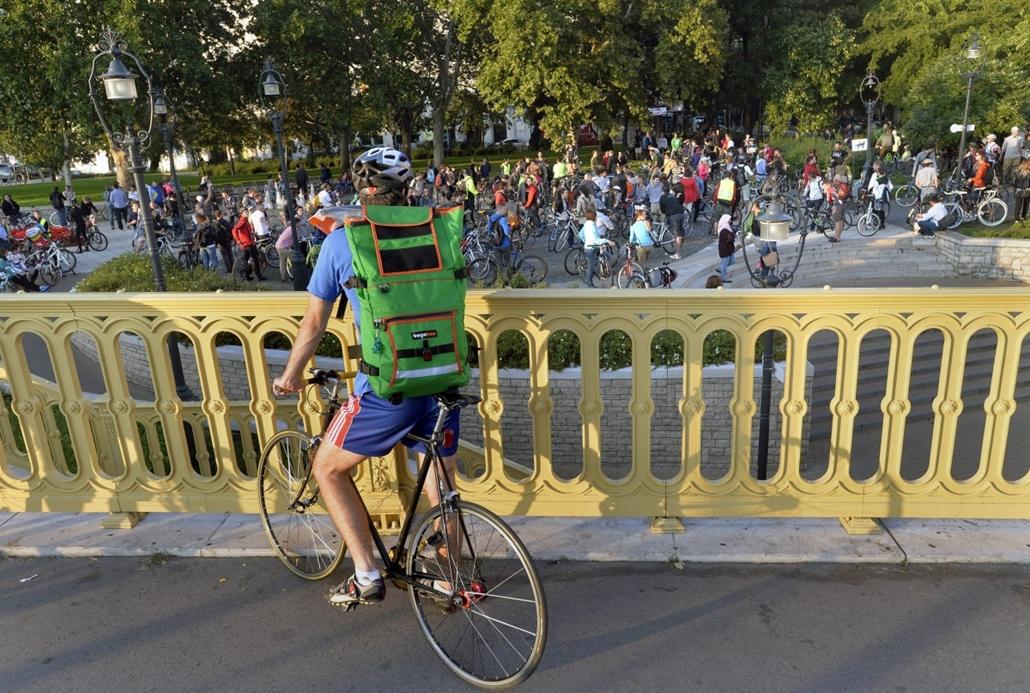 mti.14.09.22. - kerékpáros demonstráció a Critical Mass szervezésében