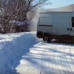 A havat sem utálja minden autós: szép és rettenetes driftek - videó