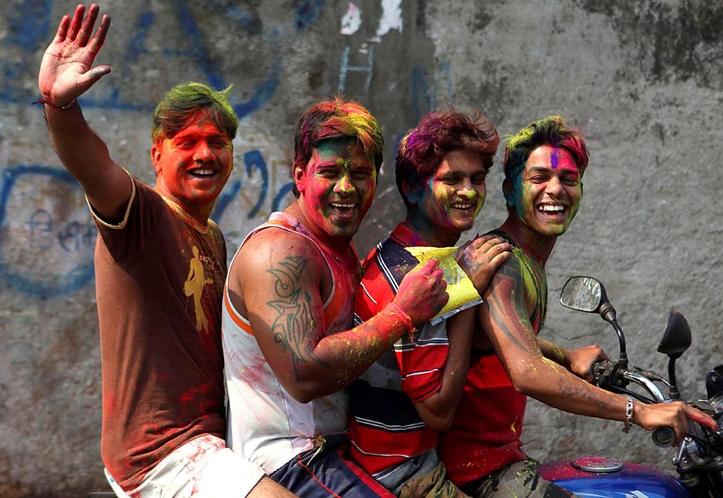 nagyítás holi színek ünnepe India robogó motor