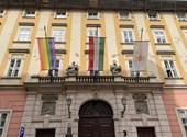 Karácsony Gergely kitűzte a szivárványos zászlót a Városházára