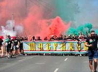 A magyar ultrák figyelmeztetnek: el kell takarni a Németországban büntetendő tetoválásokat