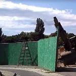 Jól szórakoztak a ligetvédők a Pecsa bontásánál bénázó munkásokon – videó