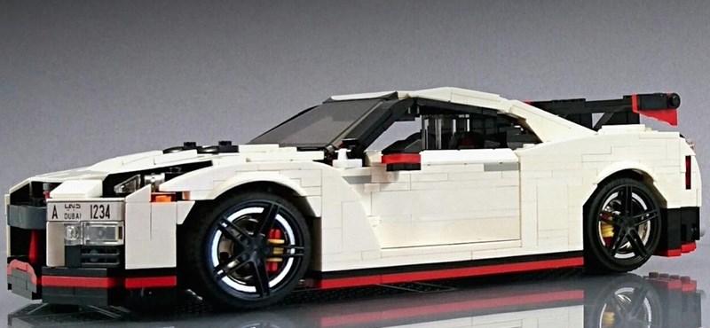 Szupermenő Nissan GT-R Legóból