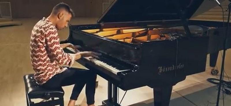 Elképesztő, mire képes a zongorával – Péter Bence új feldolgozással jelentkezett (videó)