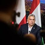 Orbán Viktor egyedül feszít a képen, amin azt üzeni, kiharcolták
