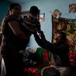 A társadalom legszegényebb harmada neveli a gyerekek több mint felét