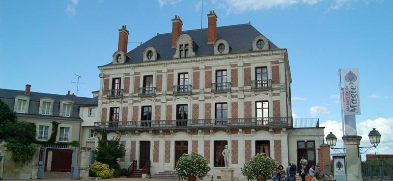 Videó: rémes robajjal torzul el egy villa a Loire-völgyében