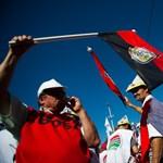 """""""Hazug kormány, becsapott nép"""" - tüntettek a Kossuth téren - videóval"""