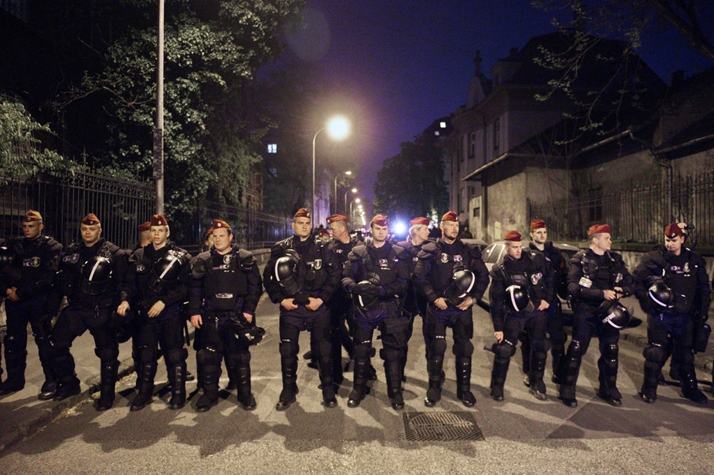 fm.17.04.09. - CEU tüntetés - Várkert Bazártól az Oktogonig