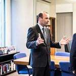Meg tudja buktatni Orbán Viktor Manfred Webert?
