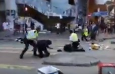Hongkong: megint éles lőszerrel lőtt a rendőrség