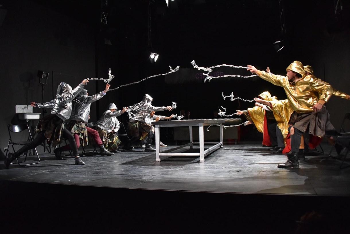 Összefűzött királydráma: IV. Henrik az Örkény Színházban
