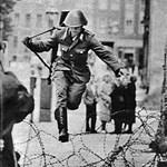 Téglák a Falból: ötven éve épült a berlini fal - Nagyítás-fotógaléria