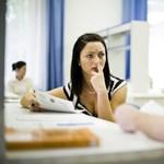 Minden hatodik nő kap szexuális ajánlatot a munkahelyén