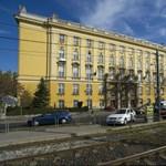 Kiesett egy lány az egyik budapesti gimnázium harmadik emeletéről
