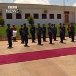 Videó: A brit himnuszt úgy még nem gyötörték meg, mint ez a líbiai katonazenekar