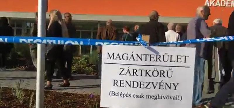 Magánterületen avat közpénzből épült akadémiát Orbán