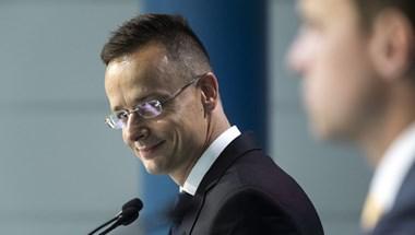 Szijjártó Péter elismerte, hogy Gruevszkit magyar diplomaták hozták Magyarországra