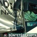 Túlélték a balesetet a készenléti rendőrök, aztán megbírságolták őket