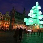 Fotó: így pompáznak a nagyvárosok karácsonyfái