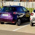 Két Renault között látszik igazán, mekkora a Dacia elektromos autója