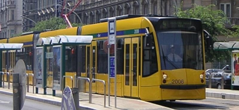 Karambol miatt nem jár a villamos az Oktogon és a Blaha Lujza tér között