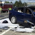 Beperelték a Teslát halálos baleset okozása miatt