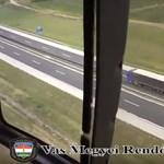 Így figyelik a rendőrök a forgalmat a helikopterből – videó